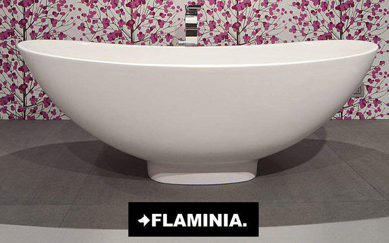 baignoire ilot loft 2 good salle de bain avec baignoire blanche moderne et miroir dor ancien. Black Bedroom Furniture Sets. Home Design Ideas