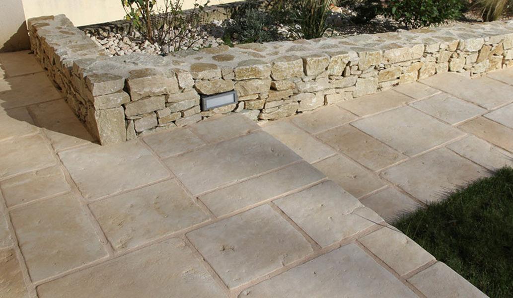 CARRE D'ARC Dalle de pierre reconstituée Dallages Sols  |