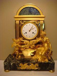 GALERIE DES VICTOIRES - fontaine - Pendule Cartel