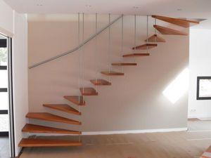 Metal Design - marches encastrées - Escalier Deux Quarts Tournant