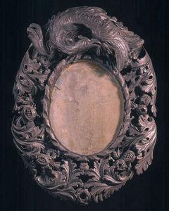 ARNOLD WIGGINS & SONS - miroir du xvii�me en bois sculpt� ovale - Miroir