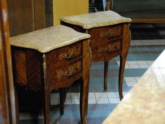 La Réserve - paire de tables de chevet de style l. xv - Table De Chevet