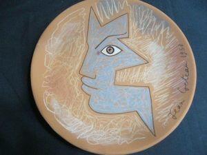 SYLVIA POWELL DECORATIVE ARTS - figure bleue - Assiette Décorative