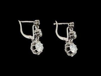 Expertissim - paire de dormeuses en or orn�es de trois diamants - Boucles D'oreilles