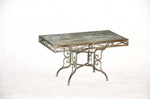 Demeure et Jardin - table basse en fer forg� vert de gris - Table Basse Triangulaire