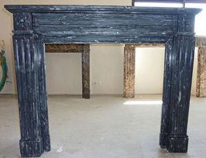 LES MEMOIRES D' ADRIEN - cheminée en marbre - Manteau De Cheminée