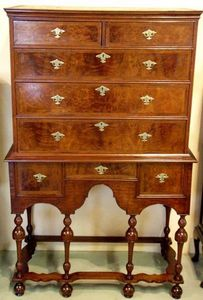 ANTICUARIUM - english walnut - Cabinet