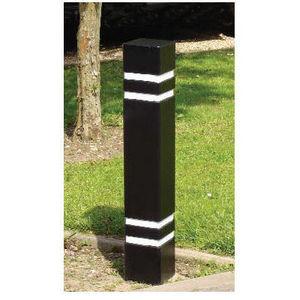 The Cast Iron Company - square steel bollards - Borne Anti Stationnement