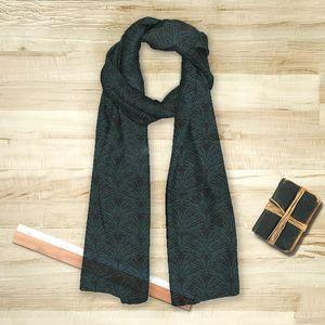 la Magie dans l'Image - foulard plumes de paon noire - Foulard Carré