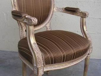 Englers - fauteuil médaillon sculpté - Fauteuil Médaillon