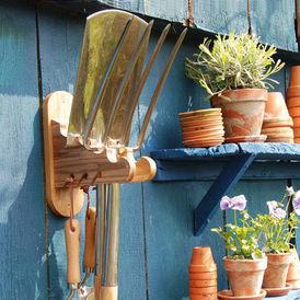 ratelier pour outils range outils de jardin bois histoire de. Black Bedroom Furniture Sets. Home Design Ideas