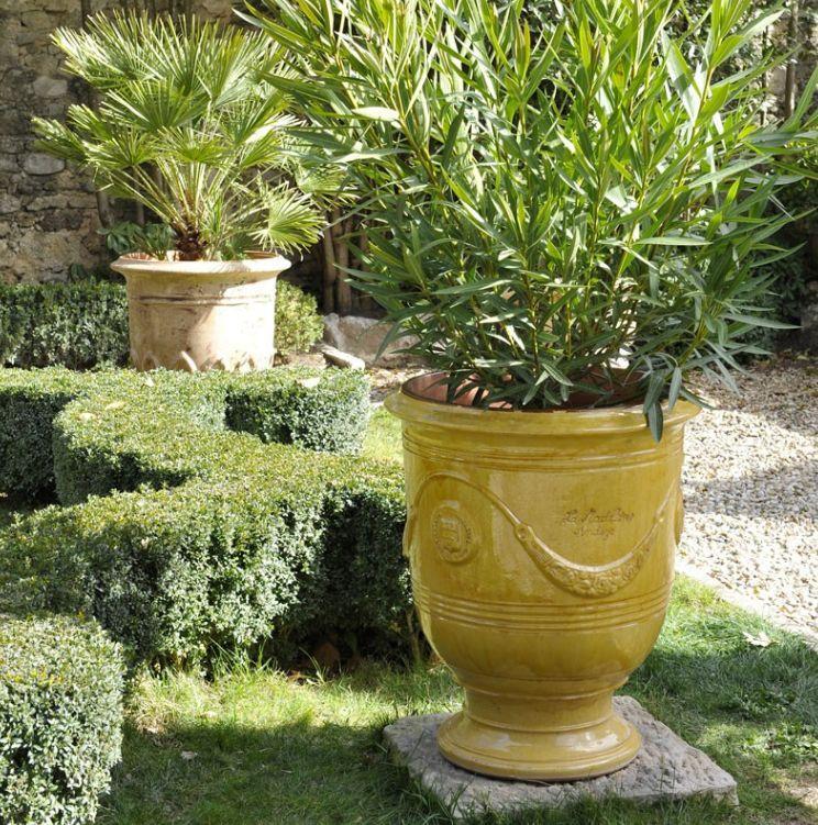 vase d 39 anduze jaune poterie de la madeleine. Black Bedroom Furniture Sets. Home Design Ideas