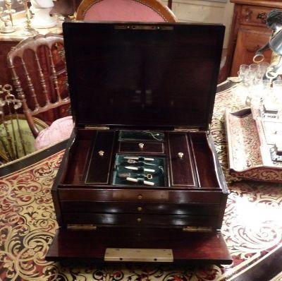 Art & Antiques - Boite à couture-Art & Antiques-Boite à ouvrage avec marqueterie Boulle signée Ver