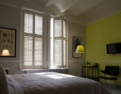 Jasno Shutters - R�alisation d'architecte d'int�rieur - Chambre � coucher-Jasno Shutters-Shutters Persiennes mobiles