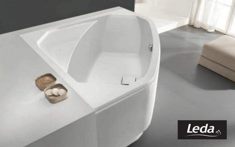 Leda Corner bath Bathtubs Bathroom Accessories and Fixtures  |