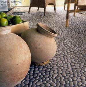 Pebble paving stone