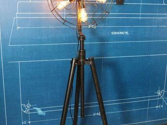 UTTERNORTH - lpv - Trivet Floor Lamp