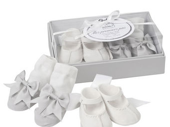 Mathilde M - coffret mes premiers pas bébé fille (1 paire de ch - Newborn Gift Box