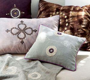 BEAD STUDIO -  - Rectangular Cushion