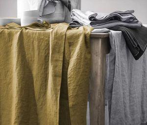 BLANC CERISE - autour du lin---- - Square Tablecloth