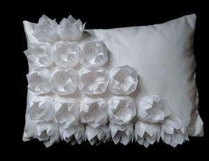 PAS BESOIN D ÊTRE 25 -  - Rectangular Cushion