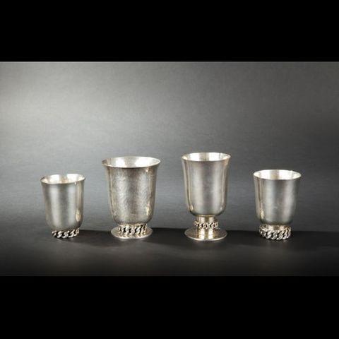 Expertissim - Metal cup-Expertissim-Jean DESPRES. Quatre timbales en métal argenté
