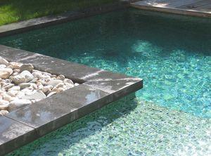 Schwimmbeckenrand