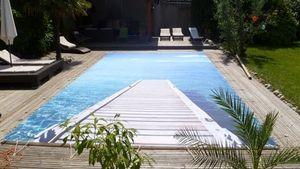 Cubierta de piscina con barras