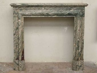 GALERIE MARC MAISON - cheminée de style louis xiv en marbre campan vert - Rauchfangmantel