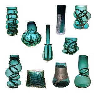 Vanessa Mitrani -  - Vasen
