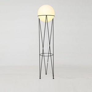 ATELIER ARETI -  - Stehlampe