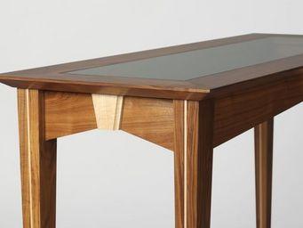 Gerard Lewis Designs - console table in walnut with maple finials - Konsolentisch