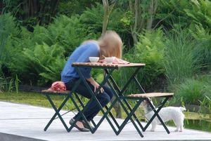 ABV -  - Gartentisch