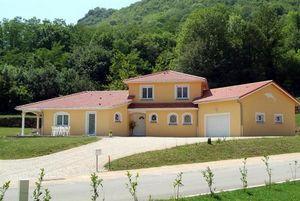 MAISON ET RÉSIDENCES CORBIOLI -  - Geschossiges Haus