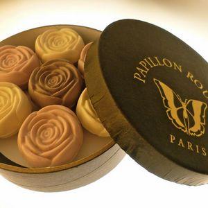 Papillon Rouge - coffret de 7 roses parfumées en savon bio - Seife