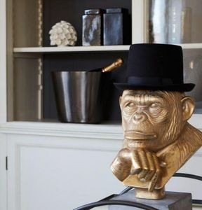 On Interior -  - Escultura De Animal