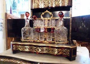Art & Antiques - cave à liqueur en marqueterie boulle verrerie cris - Bodega De Licores