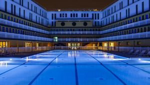 Agence Nuel / Ocre Bleu - -piscine molitor - Realización De Arquitecto