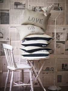 Barbara Coupe - hand-printed jute cushions - Cojín Rectangular