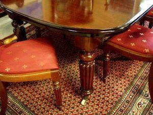 ANTICUARIUM - victorian - Mesa De Comedor Ovalada