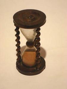 ANTIQUITES LE SAINT GEORGES - sablier bois - Reloj De Arena