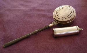 Jacque's Antiques -  - Calentador De Cama