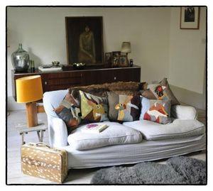 CAROLA van DYKE -  - Cuscino Quadrato