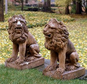 BARBARA ISRAEL GARDEN ANTIQUES - terra-cotta lions - Statua