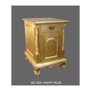 DECO PRIVE - chevet en bois doré chippendale - Comodino
