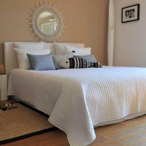 MAISON D'ETE - dessus de lit plumetis blanc - gris - Copriletto