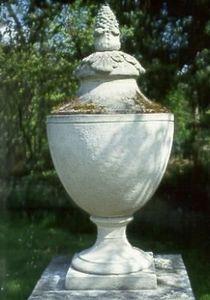 Chilstone - chilstone chalybeate urn - Ornamento Da Giardino